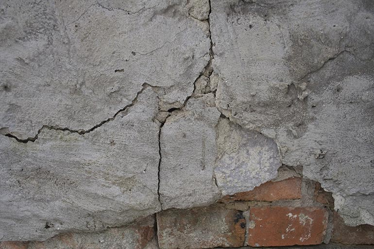 Free stock textures-Cracked old brick wall