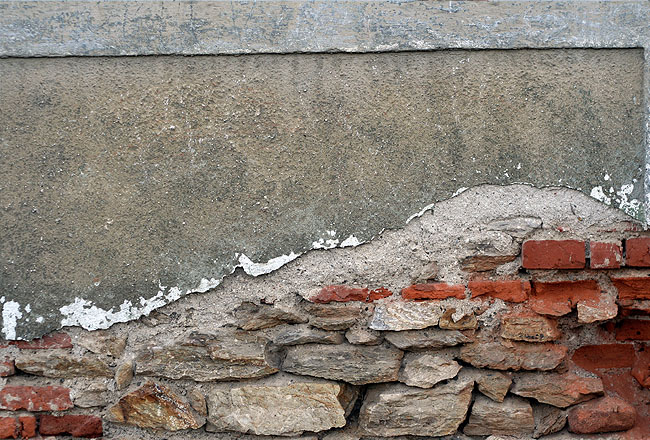 Cracked wall with bricks